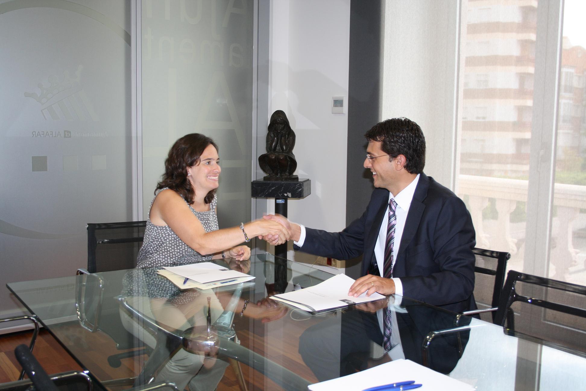 firma convenio carnet jove en alfafar