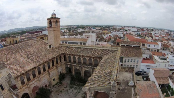 claustros de la Iglesia de la Santa Cruz