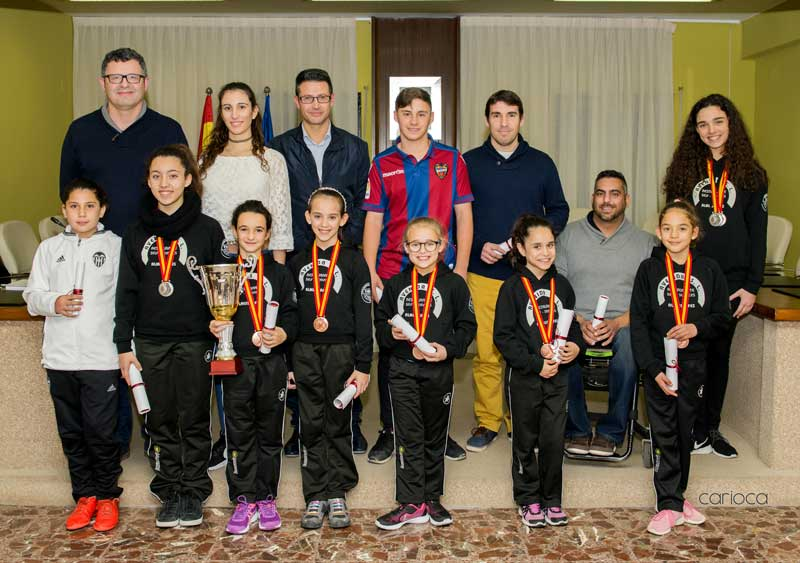 Almussafes rinde homenaje a doce deportistas locales