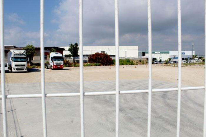 aparcamiento de camiones del polígono industrial de Almussafes